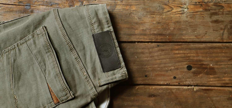 Mode homme : avec quoi porter un jeans kaki ?