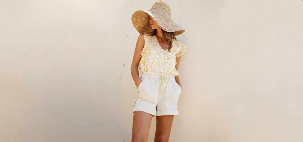 How to wear the white jean shorts woman
