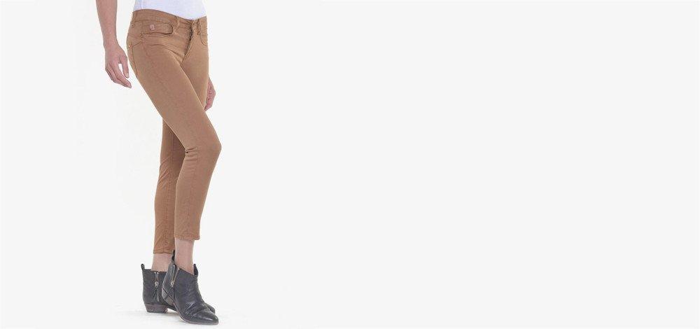 Pantalon femme : comment porter le camel ?