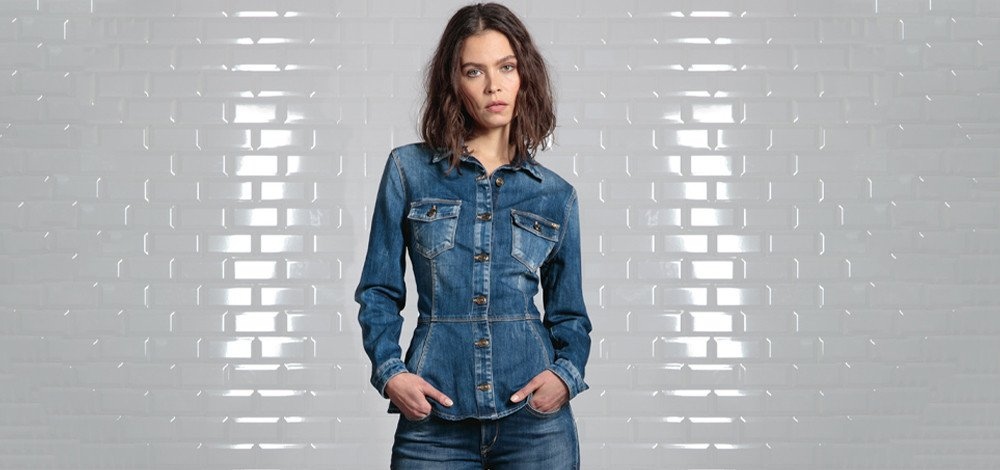 How to wear a denim shirt?