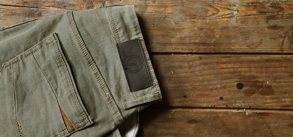 Men's fashion: what to wear khaki jeans with?